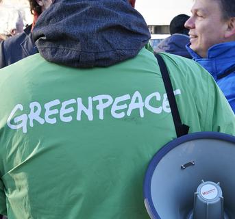 Image crop greenpeace dreamstime xs 84501316