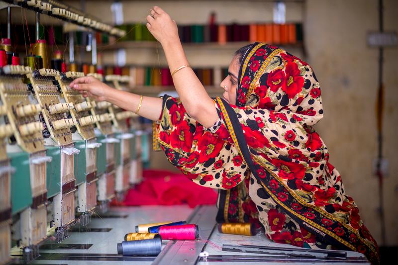 Image bangladesh garment worker dreamstime s 156806373
